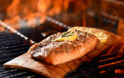 Grillplanken aus Rotzedernholz – ein feuriger Genuss